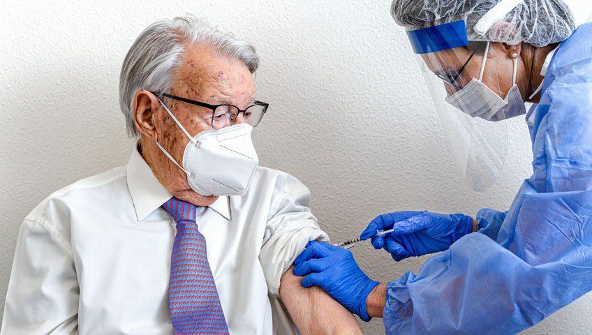 vacunacion de personas mayores y contagios de covid 19